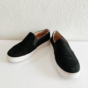 Vionic Suède slip on shoes